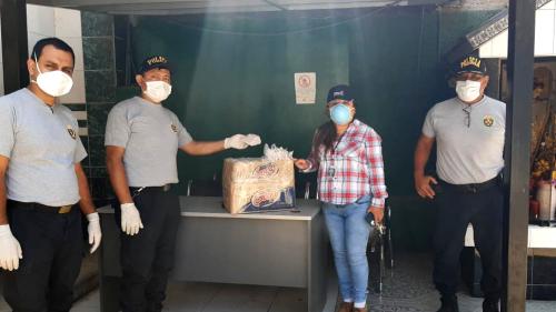 La UNE dono un lote de mascarillas a la PNP de la Comisaría de Chosica.